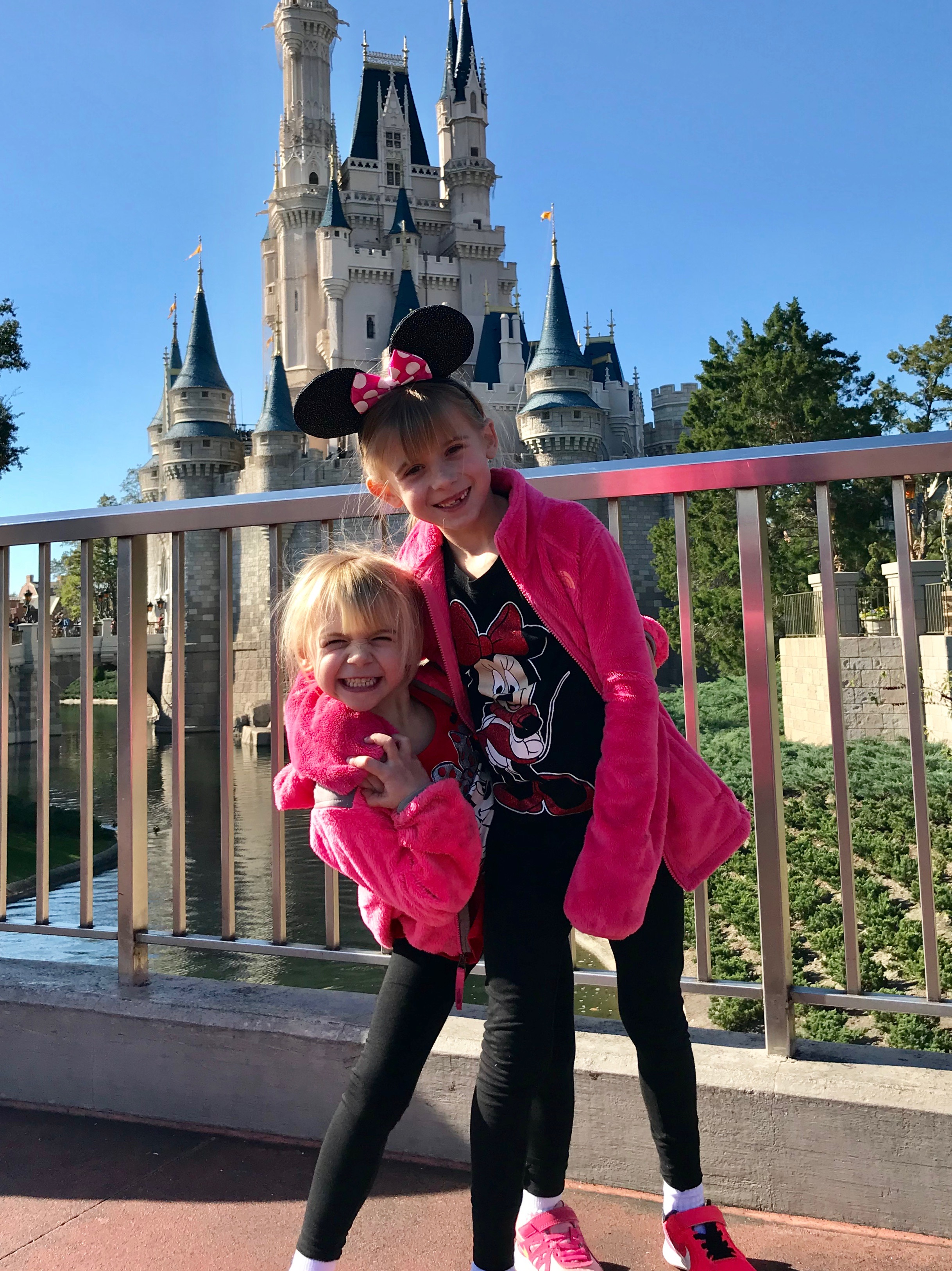 emma-and-sis-in-front-of-the-castle